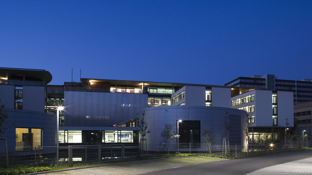 Night view from western side of the Institute © Hans-Joachim Krumnow
