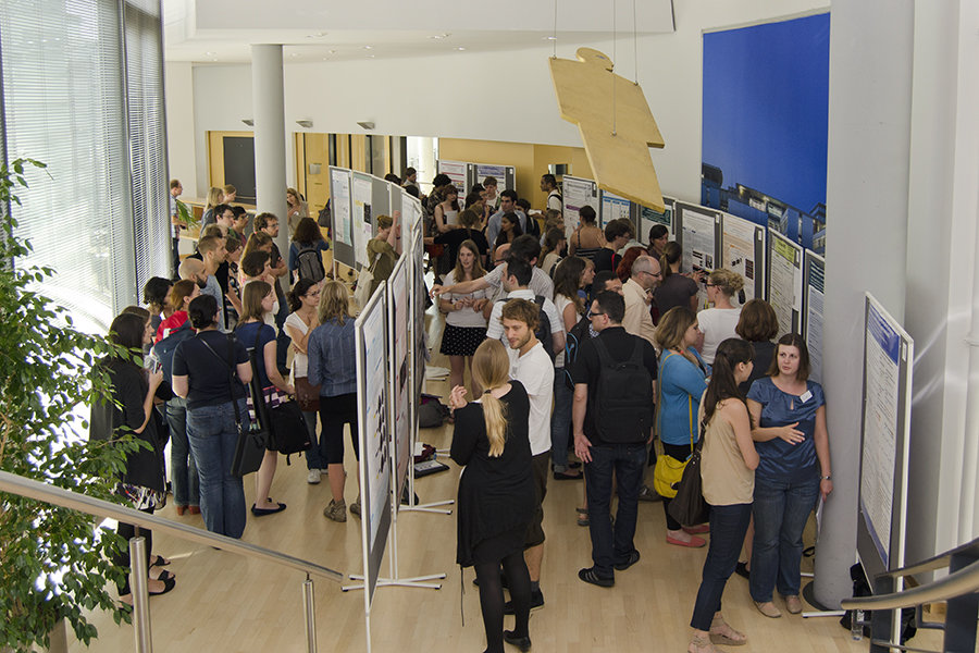 Besides presentations from international high-ranking guest lecturers, several workshops, a poster session and the social get-together with great minds of the different neuroscientific disciplines lure students to the IMPRS NeuroCom Summer School 2016.