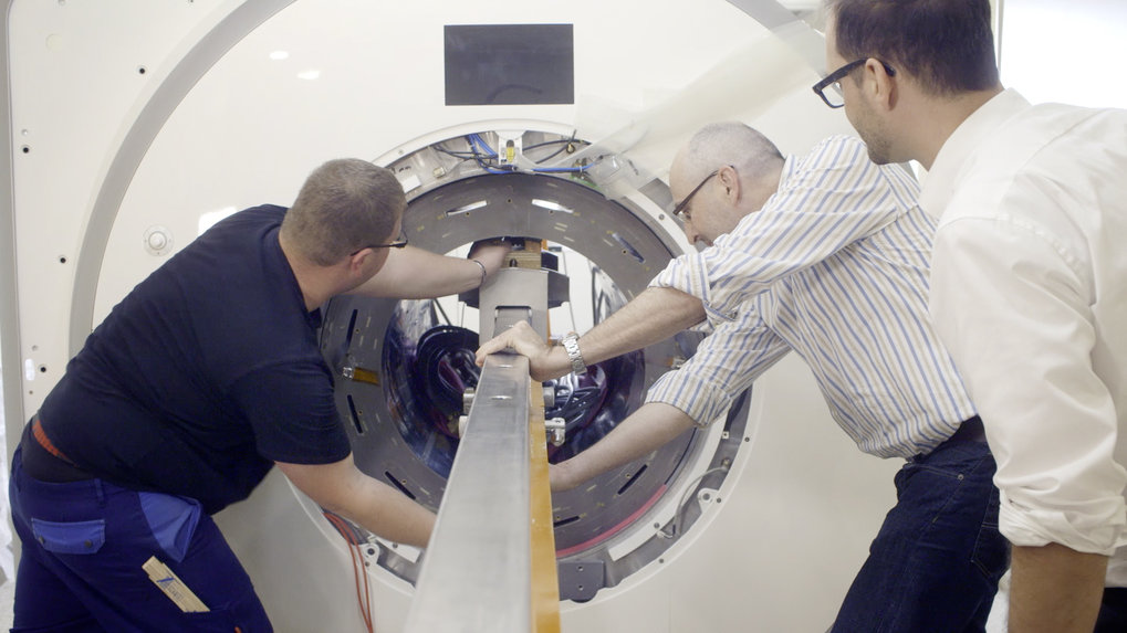 The MRI scanner CONNECTOM is one of three of its kind worldwide. Thanks to its unparalleled gradient strength, it will reveal information about the inner wiring of the living human brain.