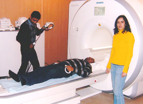 Brain scans were  performed in the city of Lucknow, a three hours taxi ride away from participants' homes. ©MPI for Psycholinguistics